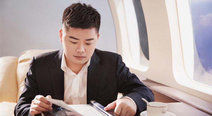 泛嘉董事长杨隐峰接受凤凰新闻专访